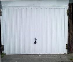 Garage mit Stahlschwingtor in der Rostocker Südtstadt 60€ pro Monat