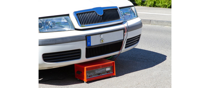 Autobatterie Ladegerät anschließen